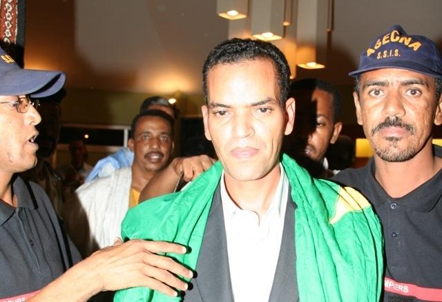 Un poète mauritanien représente la Mauritanie à côté de Dan Brown et d'Adel Imam